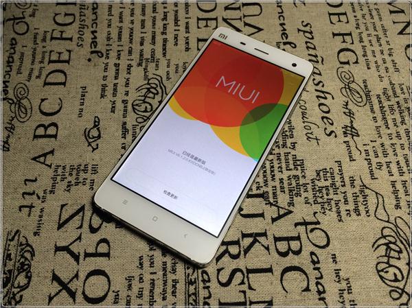 小米手机4的miui 6稳定已经开始完全推送了,正品米4 拿到手点亮开机